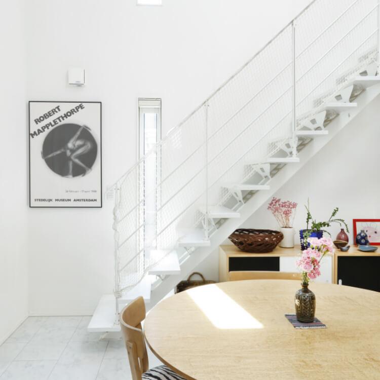 階段も建具も美しい家