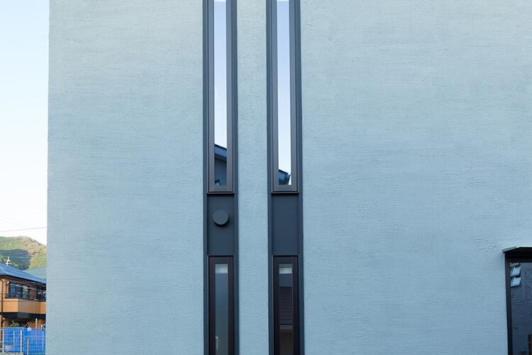 デザイン、防犯性に優れたスリット窓を採用し、プライバシーを守ります。